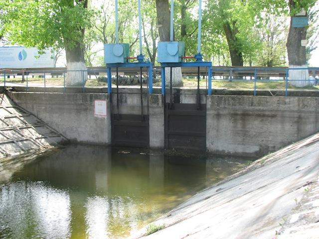 Шлюзы в месте пересечения Суворовского канала с трассой Армянск-Симферополь