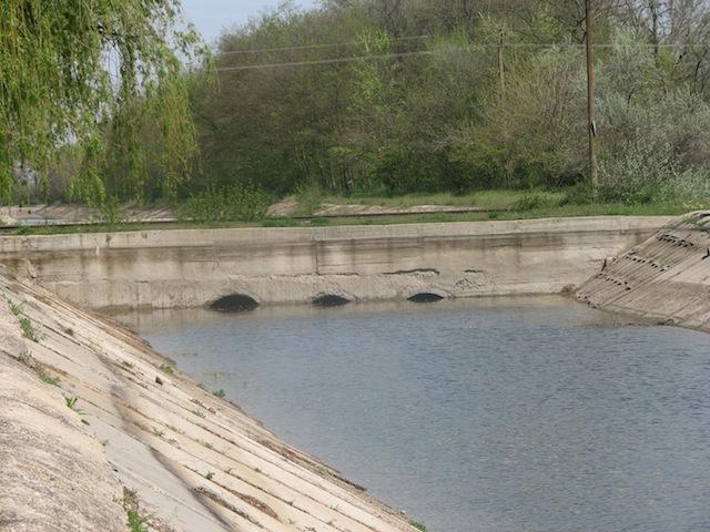 Место пересечения Суворовского канала с жд путем Армянск-Симферополь
