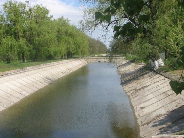 Суворовский канал - вид с автотрассы