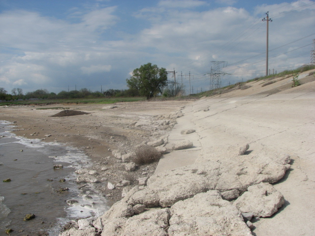 Водохранилище Крымского Титана пустеет