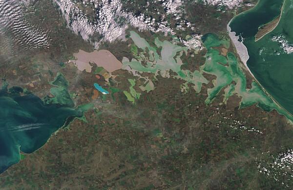 Армянск фото из космоса