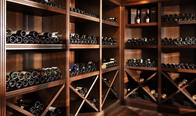Ассортимент вин в баре Виллы Елена