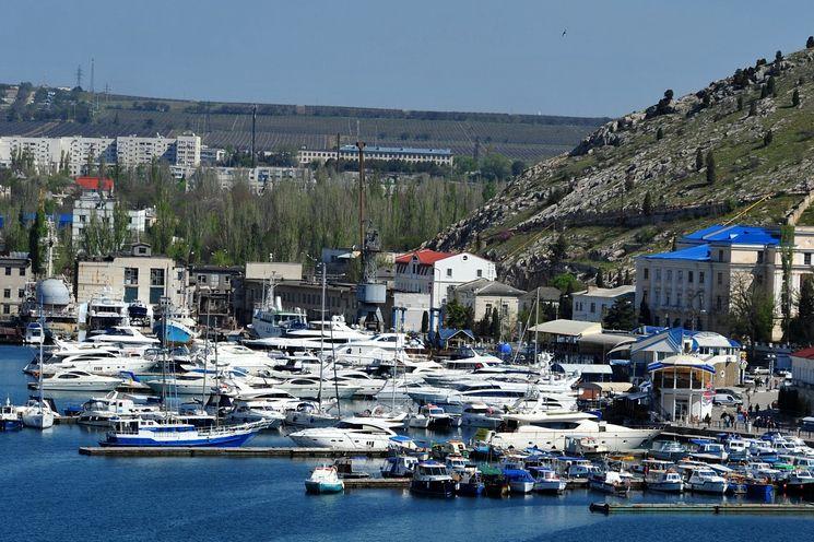 Балаклавская бухта - идеальная стоянка для яхт и малых судов