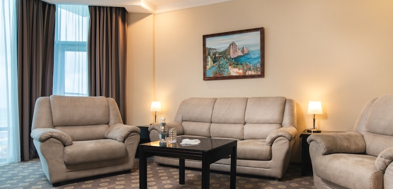Фото двухкомнатного люкса отеля Аквамарин, Севастополь