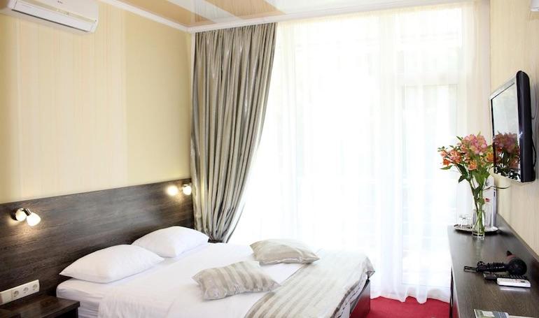 ТСК Ялта Круглый Год - Двухместный номер эконом-класса с 1 большой кроватью или 2 отдельными кроватями