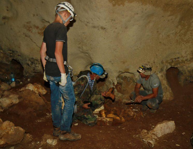 Исследование новой карстовой пещеры в Крыму