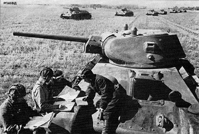 Командир 5-го танкового полка майор С. П. Баранов