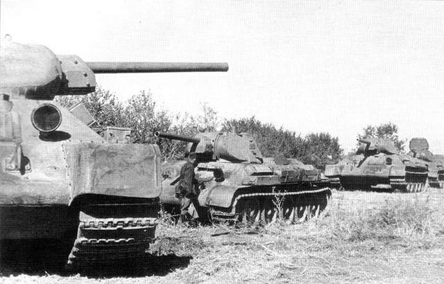 Танки Т-34 5-го танкового полка 172-й мотострелковой дивизии
