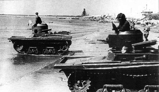 Малые танки Т-37 на учениях. Крым, август 1941 г