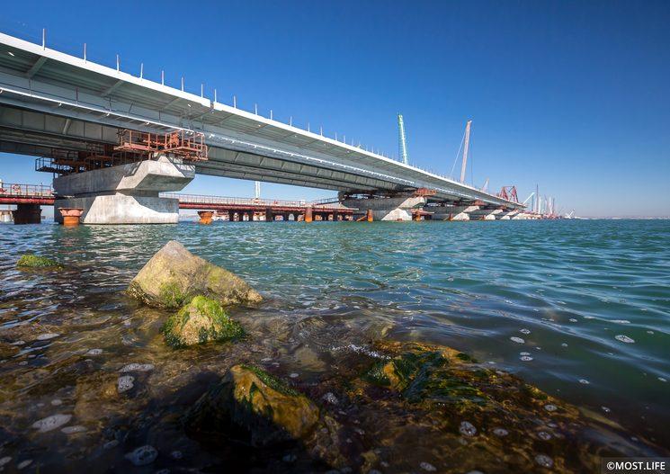 Пролётные строения автомобильного моста в Крым