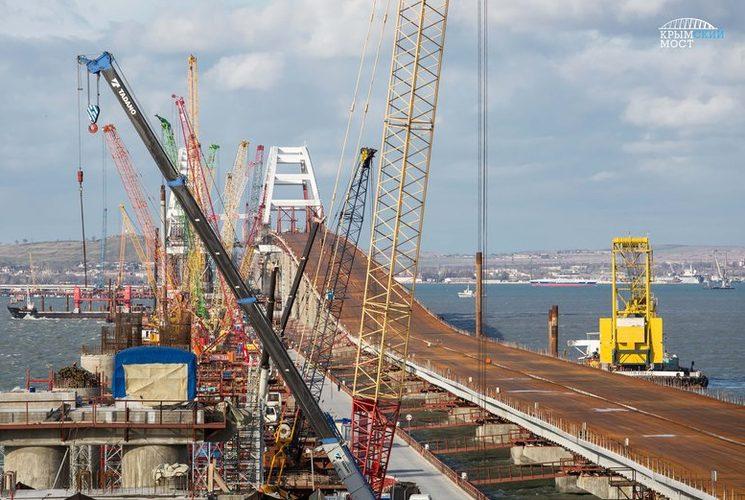 Стройка автомобильных пролетов Крымского моста завершена