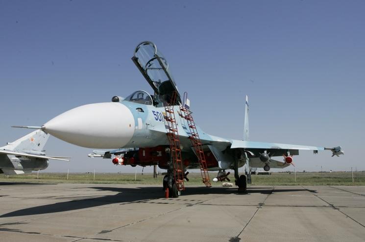 Российский истребитель Су-30 в Крыму на аэродроме Бельбек