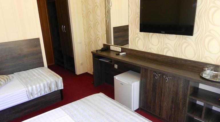 Трехместный номер эконом-класса в отеле Ялта Круглый Год