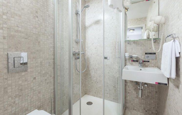 Улучшенный стандартный двухместный номер с 1 кроватью Green Park (фото санузла)