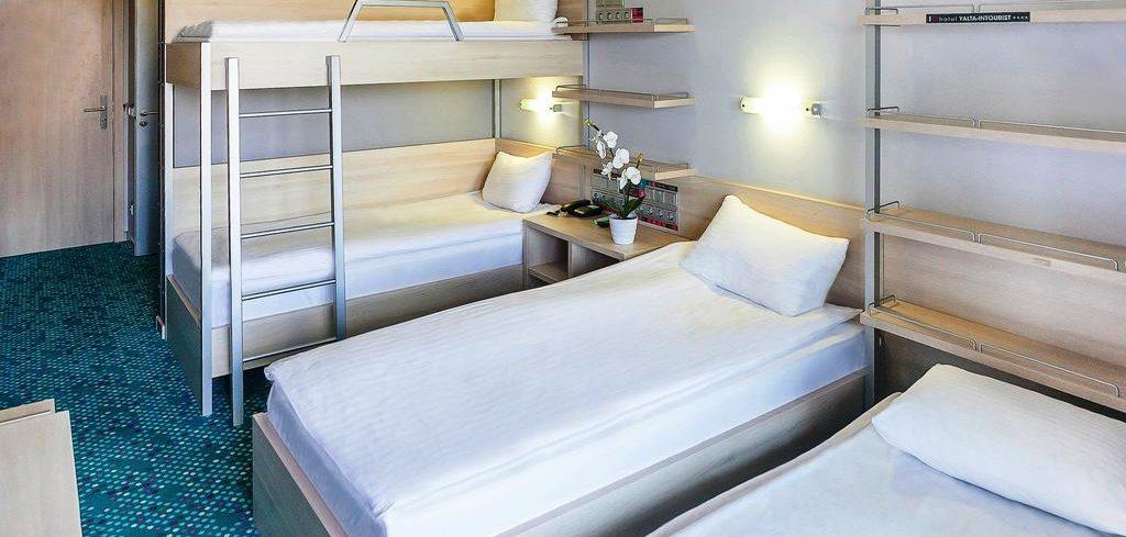 Улучшенный стандартный номер с 3 односпальными кроватями