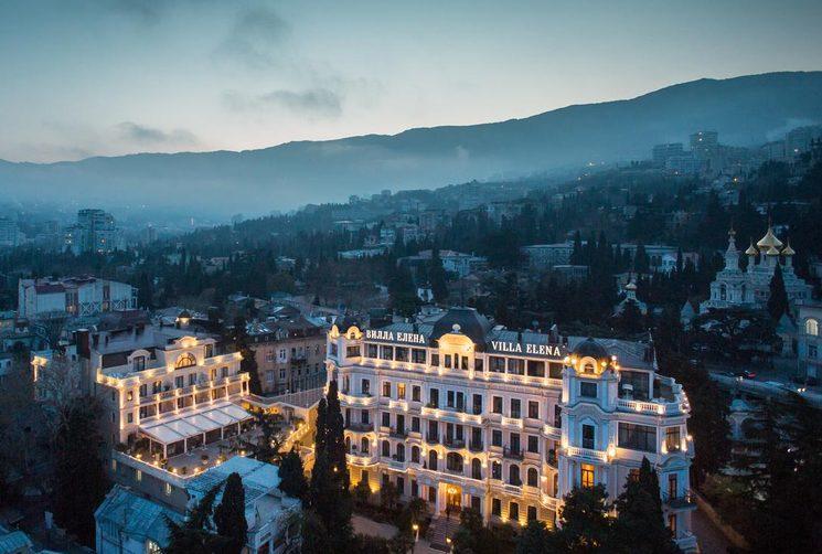 Вечерний вид на отель Villa Elena 5*