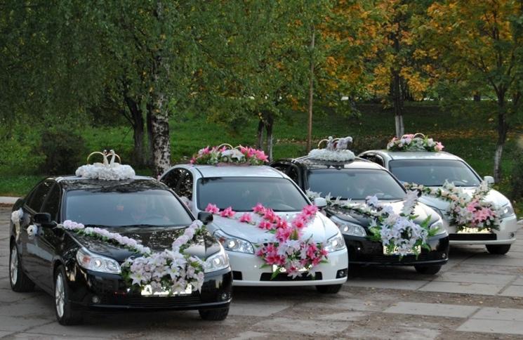 Украшаем свадебные машины